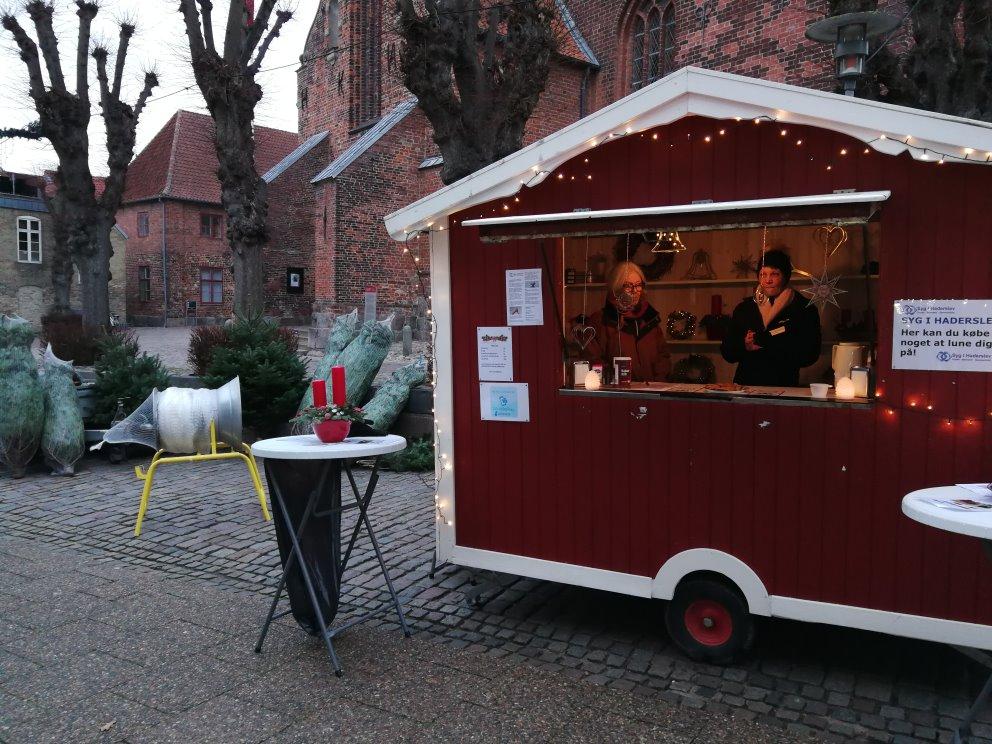 Syg I Haderslev | Julehygge i Haderslev foran Domkirken